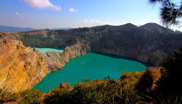 Rahasia Perubahan Warna Danau Kelimutu di Ende - NTT