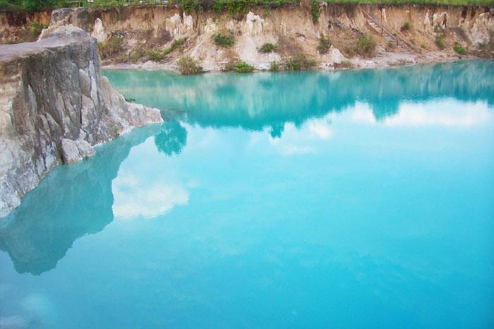 Keindahan Danau Biru di Kota Singkawang, Kalbar