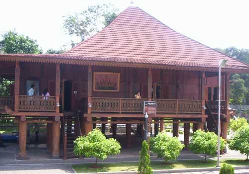 Rumah Adat Lampung: Sessat