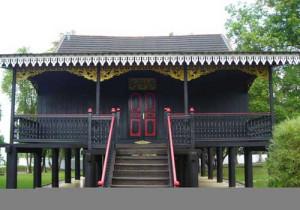 Kajang Lako Rumah Orang Batin (Jambi)